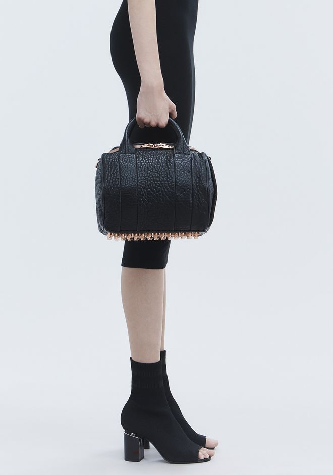 ALEXANDER WANG ROCKIE IN PEBBLED BLACK WITH ROSE GOLD Schultertasche Adult 12_n_r